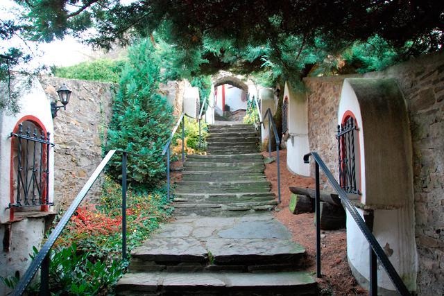20 Treppenaufgang zum Gebeinhaus, Ehrenfriedhof